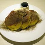 幸せのパンケーキ - ほうじ茶のティラミスパンケーキ黒蜜添え(\1,280)