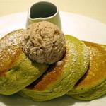 幸せのパンケーキ - 有機抹茶の小倉バターパンケーキ蜜添え(アップ)