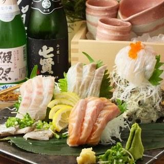 その日に水揚げされた、新鮮な魚と、種類豊富な野菜