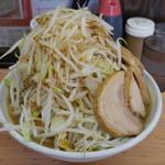 魔人豚 - 料理写真:ラーメン豚入り950円。野菜マシ。