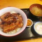 55505301 - バラ肉厚切豚丼Bタイプ980円