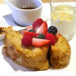 ダンスキューブ・カフェ - フレンチトースト 3種のベリー