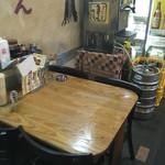まんねん - テーブル席〜(^ー.^)ノ