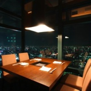 地上215m41階からの夜景をお楽しみ下さい。