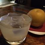 バー・アクイール - 梨と日本酒のカクテル