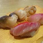 沼津魚がし鮨  - 活ほっき貝(430円)、金目鯛(430円)