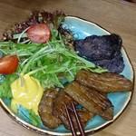 おやじカレー - 生ベーコン薫製と猪肉薫製