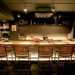 石慶 - 7席のカウンター。