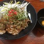 麺匠 文蔵 - 昼夜各5杯限定、スタミナまぜそば(税込800円)。
