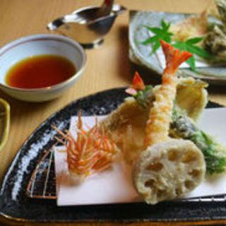 《接待・会食など》旬の魅力満載の【天ぷら】を贅沢にもランチで