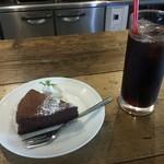 グローカルカフェ - ランチデザートセット(ガトーショコラ + アイスコーヒー)