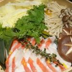 鮮魚個室居酒屋 潮蔵 所沢プロぺ通り店 - 金目鯛のせいろ蒸し鍋の蒸し終わったところ