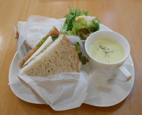 グッドタイムカフェ - サンドイッチプレート モッツアレラチーズ&生ハム (ミニサラダ+ミニスープ付)