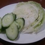 インムアロイ - ・ソムタムに付いてきた生野菜