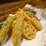 龍のおとし子 - 魚介と野菜の盛り天(1,480円)