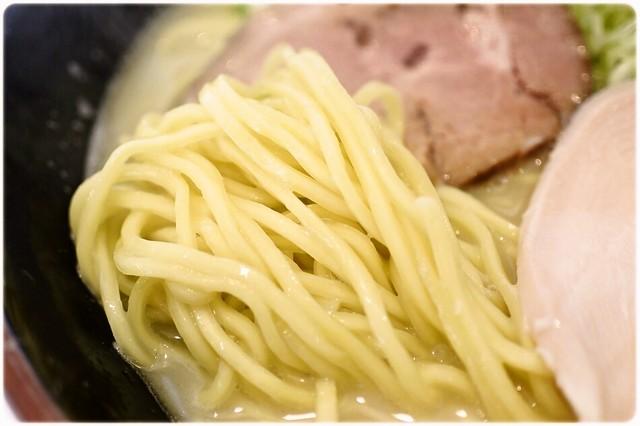 鶏そば 朱雀 - ぷりぷりな麺。うんまい。
