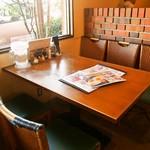 白楽天 - 店内(テーブル席)