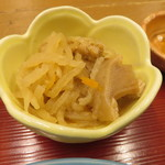 soto - 豚しゃぶ定食:豚しゃぶ、十六穀米のご飯、小鉢2種(じゃこ豆腐、切り干し大根)、お漬物、わかめの味噌汁6