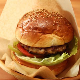 小田原の人気店の素材を使った大人気のハンバーガー!