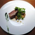 アバロッツ - 炙ったばあく豚のバラ  トリュフ風味 (宇陀/五條/滋賀)   宇陀金牛蒡、菊芋、蕪のキャラメリゼとそのクロロフィル