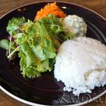 GOOD MORNING CAFE & GRILL キュウリ - ライス、サラダ