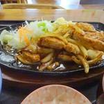 55583211 - トンテキ定食(横から)