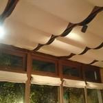 インディアンカフェ phool - テラス席の天井!