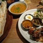 インディアンカフェ phool - カレー&BBQプレート!一人で全部食べたのだ( •´ω•` )ﻭ