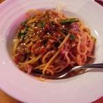 55585389 - 牛すじ赤ワインのトマトソーススパゲッティ アップ(16-08)