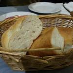 アルボルゴ - 自家製パン