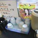 もつ鍋・水炊き 四番館 - セルフサービスですが、アイスコーヒーもいただけます♪