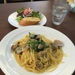 オステリア オルヴィエート - 料理写真:アサリとほうれん草のペペロンチーノ。
