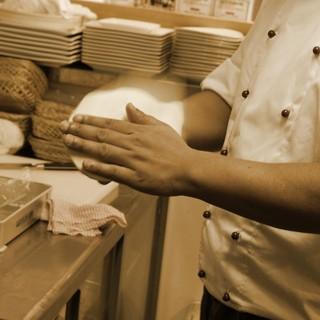 《ラムロの仕事》毎朝仕込む、手作りのナン