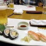 南鴨宮甲羅本店 - 〆のお食事。太巻きと握り寿司