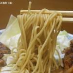 桂花ラーメン - 低かん水中太ストレート麺、歯応えよし