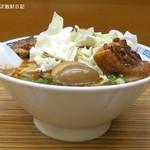 桂花ラーメン - 太肉麺、ざく切り生キャベツが白濁スープに合う