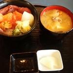 55601428 - 海鮮丼は1200円ですよ~