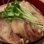 黒てつ家 - 黒豚丼(大盛)(アップ)