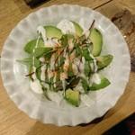 鮮魚とイカと大衆割烹 ととまろ - アボカドのカルパッチョ
