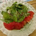 鮮魚とイカと大衆割烹 ととまろ - トマトと玉ネギの血液サラサラダ