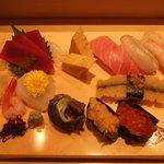 築地寿司岩 - つまみと握りがセット