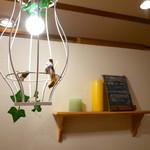 パンケーキママカフェ VoiVoi - カントリー調のかわいらしい雰囲気の店内