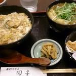 手打ちうどん 団平 - 今月のスペシャル 親子丼とミニカレーうどんセットに鶏天トッピング