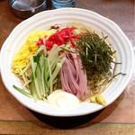 麺匠 はなみち - 涼風冷麺大盛(¥800+¥250) ゴマだれっぽく見えるタレは甘めだが、麺とのバランスが良く美味!見た目はさほどでもないが、実際に食べてみると量もたっぷり。満腹になった。