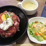 ワイン好きの肉バル 寓 - ローストビーフ丼の並