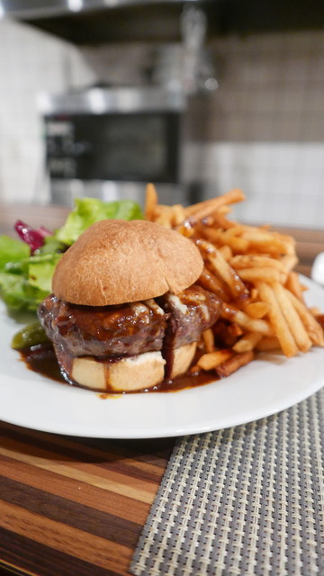 スモールワンダーランド - 鹿肉バーガー1800円