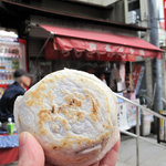 櫛田茶屋 - 1個105円です。太宰府天満宮参道名物の梅ヶ枝餅にクリソツなワケですが(笑)。