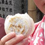 櫛田茶屋 - 鋳型からはみ出した餅の部分がカリっと香ばしく、焼きたてはホントにうまか~(エコー♪)