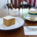 ミスリム - 料理写真:イングリッシュキャロットケーキ、マサラチャイ