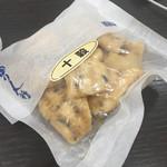 旭製菓 - 十穀峠 四角い煎餅型で甘さよりも塩気あり 2016/09/02(金)eat